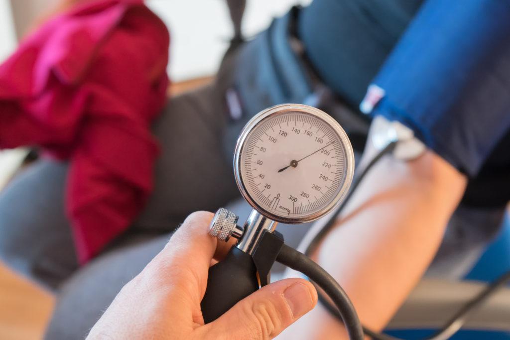 Promover el control de la presión arterial